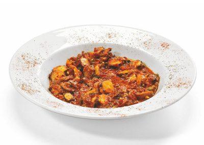 Χταπόδι σαγανάκι με κόκκινη σάλτσα και φέτα